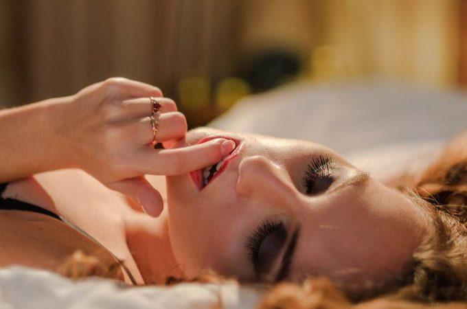 De ce (uneori) femeile mimeaza orgasmul?